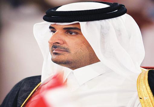 صورة الشيخ تميم بن حمد.. مزيج سياسي وعسكري ورياضي