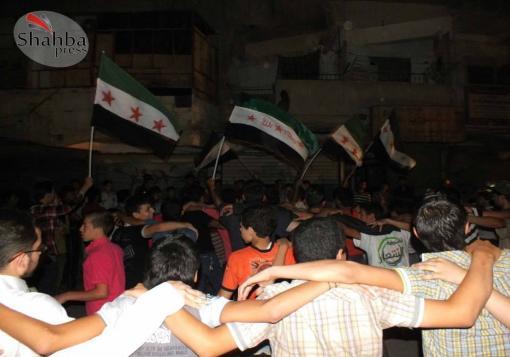 صورة خروج مظاهرة مسائية نادت بإصلاح الكهرباء, وبإسقاط مجلس الحي