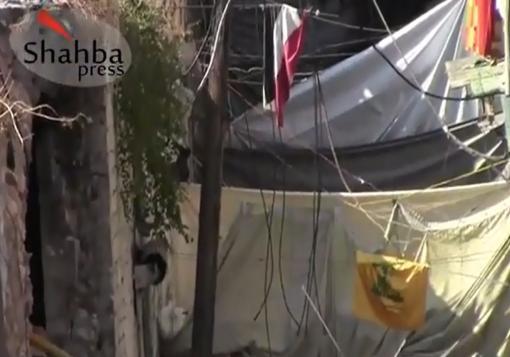 صورة مقطع فيديو في حي اغير في حلب يظهر فيه رفع علم حزب الله اللبناني على احد الحواجز