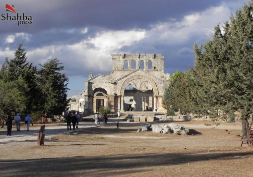 صورة قلعة سمعان بين  امتدداها في الماضي وعراقتها ودمارها في الحاضر