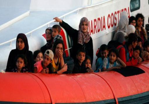 صورة أكثر من 400 لاجئ سوري يصلون بحراً لإيطاليا في يوم واحد