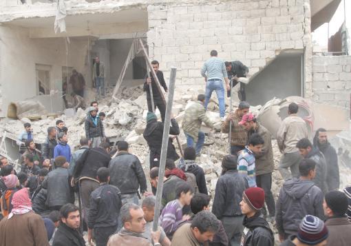صورة حلب تباد بموافقة دولية وثوار المحافظات الأخرى مشغولون بالهدنة