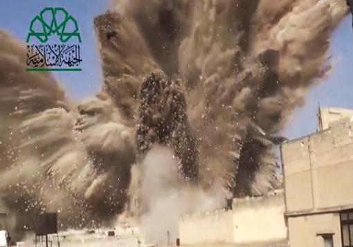 صورة قوات النظام تحول حلب القديمة الى ثكنة عسكرية و الثوار يفجرون أهم مقراتها
