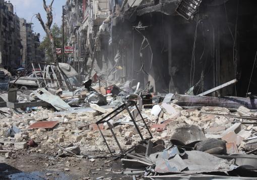 صورة حي الشعار المزدحم في حلب , ساحة ُ قتل ٍ  لطائرات النظام !