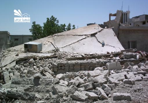صورة مدينة جاسم بريف درعا تحترق ببراميل جيش الاسد