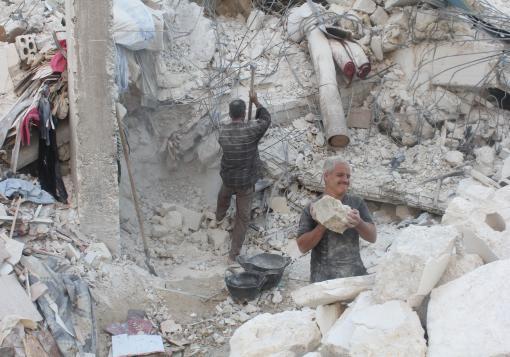 صورة حلب تحت البراميل ودموية المشهد السوري تغيب عن شاشات العالم