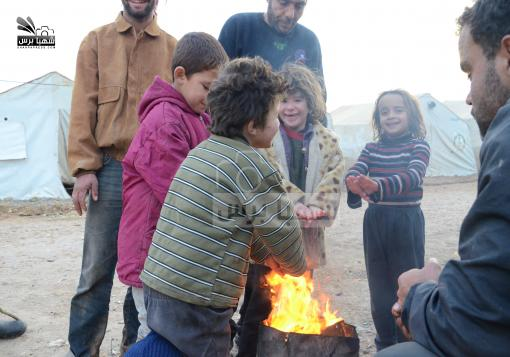 صورة أطفال المخيمات السورية من جديد في مواجهة البرد