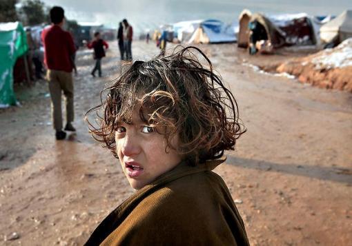 صورة العاصفة تجتاح مخيمات السوريين في الشمال