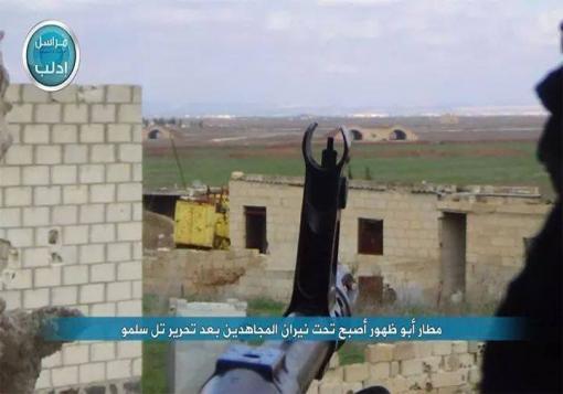 صورة إشتباكات في محيط مطار أبو ضهور وقصف بالبراميل على خان شيخون