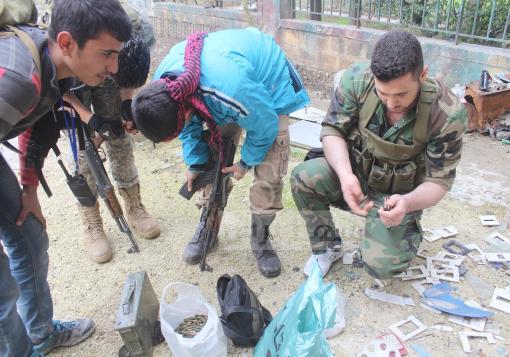 صورة اشتباكات في الأشرفية والثوار يبثون إعترافات لجنود الأسد