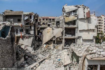 صورة الأسد يدمر إدلب وما حولها والمعابر مع تركيا ما زالت مغلقة بوجه السوريين.