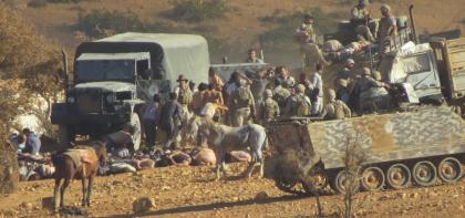 صورة الجيش اللبناني يضرب لاجئات سوريات بعنف ويعتقل عشرات الشباب خلال اقتحام مخيمات