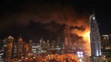 صورة حريق ضخم في فندق قرب برج خليفة في دبي