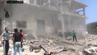 صورة طائرات الاحتلال الروسي تقصف درعا البلد بالقنابل العنقودية