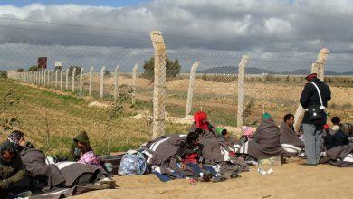 صورة سوريون ينتظرون مصيرهم بعد أن طردتهم الجزائر