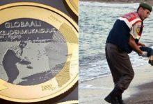 صورة فنلندا تضع على عملتها الجديدة صورة الطفل السوري الغريق إيلان