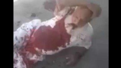 صورة ميليشيات قسد تتلذذ بإهانة وتعذيب رجل ثمانيني مصاب في الرقة