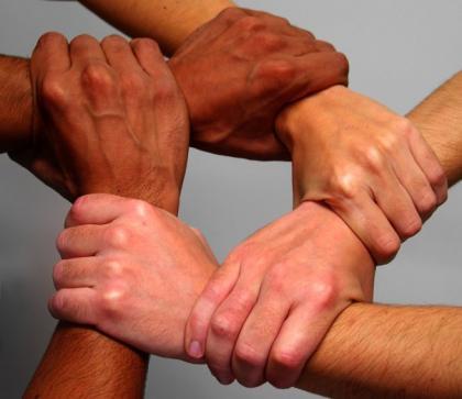 صورة اليد الواحدة .. الأمل المنشود لجميع السوريين