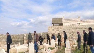 صورة بعد احتلالها … شبيحة أسد تنبش مقبرة شهداء حيان شمال حلب