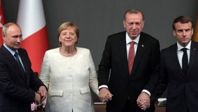 صورة ميركل وماكرون يعرضان لقاء قمة مع أردوغان وبوتين حول إدلب