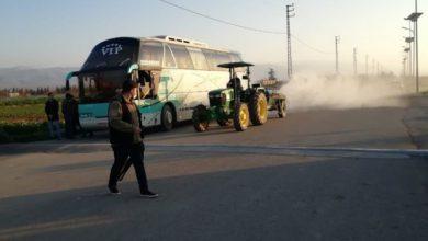 صورة لبنان يعيد حافلة إلى سوريا للاشتباه بإصابة راكبة بكورونا