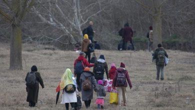 صورة تواصل معاناة اللاجئين على الحدود التركية اليونانية