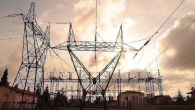 صورة خوفا من قيصر.. لبنان يتردد بتجديد استيراد الكهرباء من سوريا