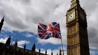 صورة وعدته بالمزيد.. بريطانيا تؤكد استمرارها بفرض العقوبات على نظام الأسد
