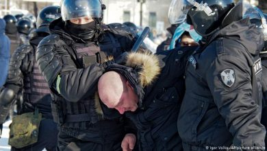 صورة محكمة روسية تغرم سورياً شارك بمظاهرات موسكو ضد بوتين