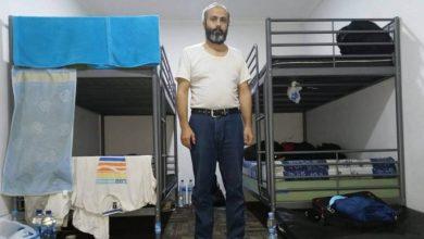 صورة خسر 30 كيلو من وزنة.. لاجئ سوري أمضى سنة في مطار بإندونيسيا
