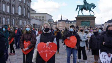 صورة الدنمارك: الآلاف يتظاهرون دعما لسوريين مهددين بالترحيل بعد سحب إقامتهم