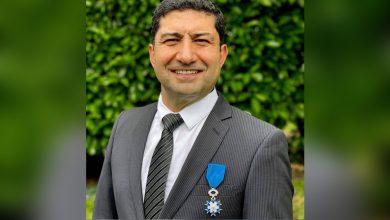 صورة فرنسا تقلِّد الطبيب السوري خالد أنطوان وسام الاستحقاق برتبة فارس