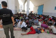 صورة بينهم سوريون.. البحرية التونسية تنقذ 178 مهاجرا قبالة السواحل الجنوبية