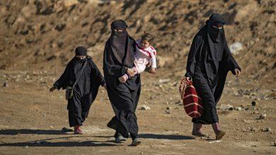 """صورة نساء فرنسيات من تنظيم داعش يوجهن رسالة """"لم نترك فرنسا لنعود إليها"""""""