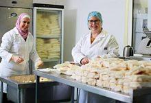 صورة تركت الصيدلة لتتوجه إلى صناعة الألبان والأجبان.. قصة نجاح لاجئة سوريا