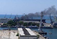 صورة موقع يكشف تبعية السفينة التي اندلعت بها النيران في ميناء اللاذقية